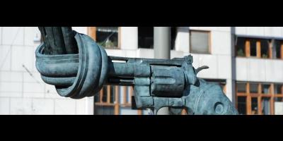 Una pistola con un nudo en su cañón (Carl Frederik Reuterwärd-Suecia)